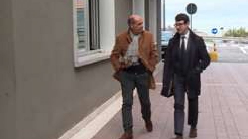L'arrivo di Podeschi in tribunalePodeschi, in tribunale udienza di Terza Istanza. L'ex Segretario fa dichiarazioni spontanee