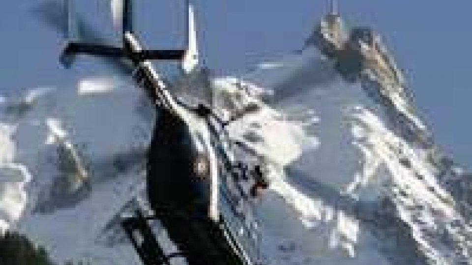 Alpinisti spagnoli ancora bloccati sul Monte Bianco