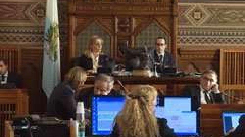 Consiglio: l'esame del bilancio prosegue anche in notturnaConsiglio: maggioranza divisa su emendamento Ps si ricompatta durante il voto