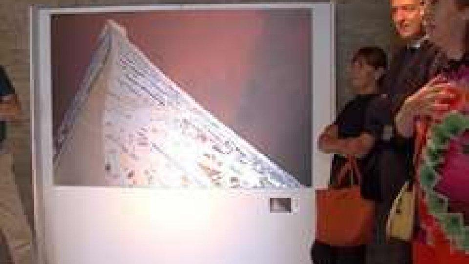 la mostra di Graziano VillaIl tributo di Graziano Villa alle 'Terre di Libertà' con Grandeur di Parigi