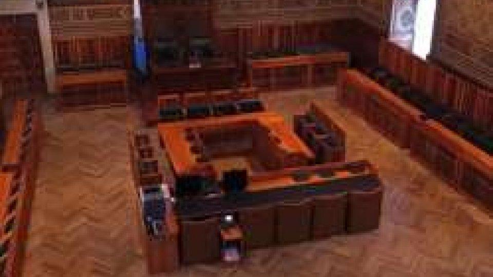 Sala ConsiglioCosti della politica: nel 2016, oltre 210mila euro per gettoni di presenza in Consiglio