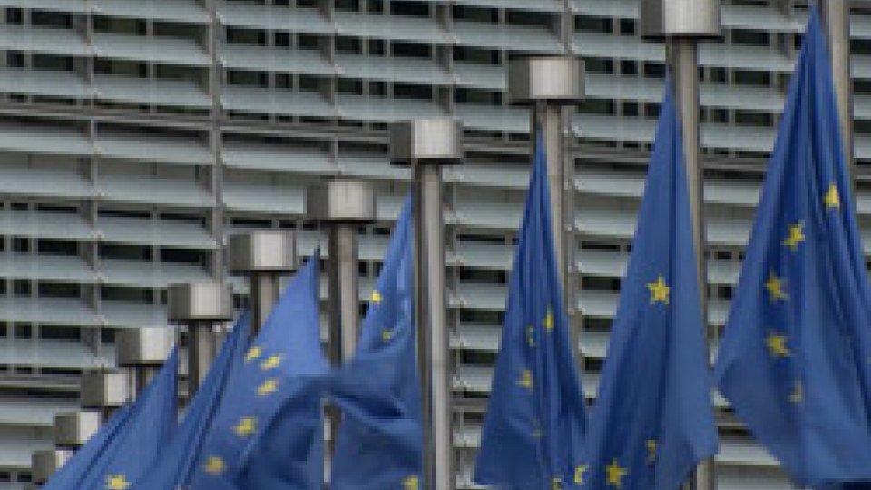 Rapporto deficit-pil, reazione di mercati e UeRapporto deficit-pil, reazione di mercati e Ue: Piazza Affari in negativo e avvertimento da Moscovici