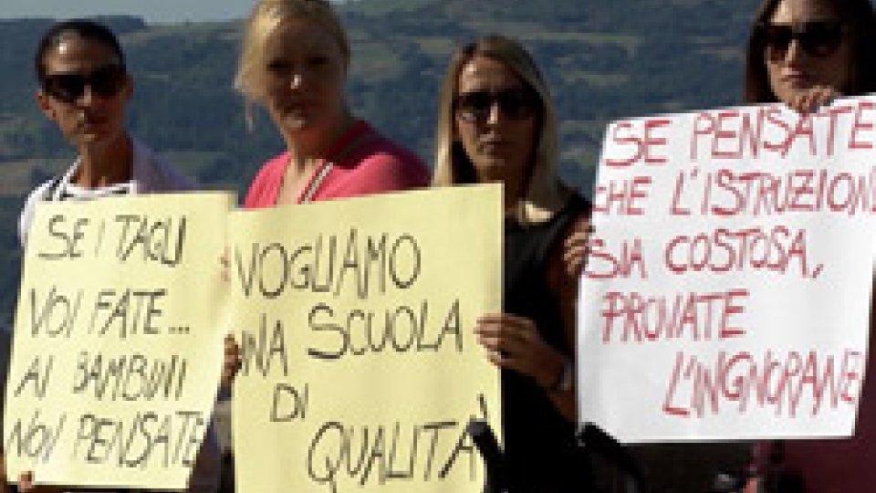 Gli insegnanti restano in mobilitazione, ma hanno deciso di non reiterare il blocco degli scrutini