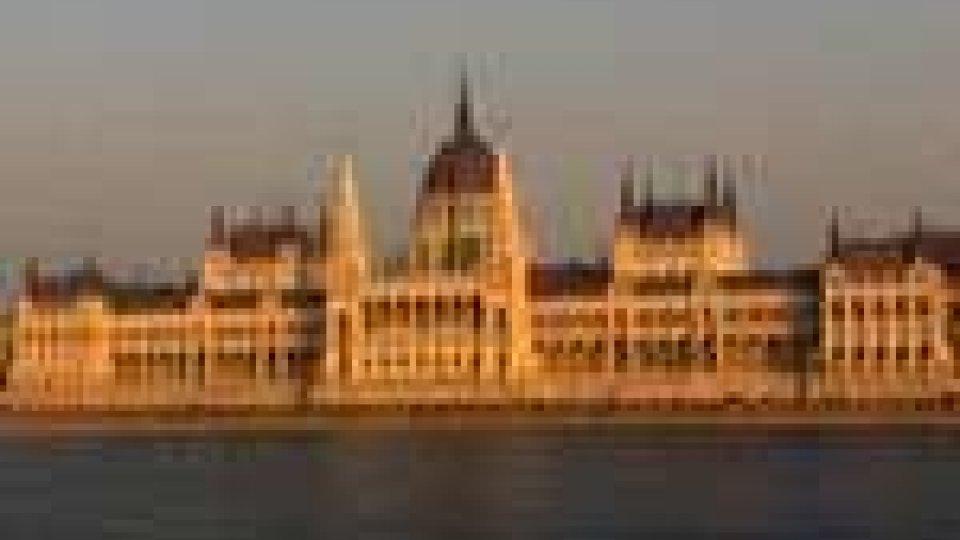 Allarme default Ungheria, Budapest cede su Banca Centrale per avere aiuti