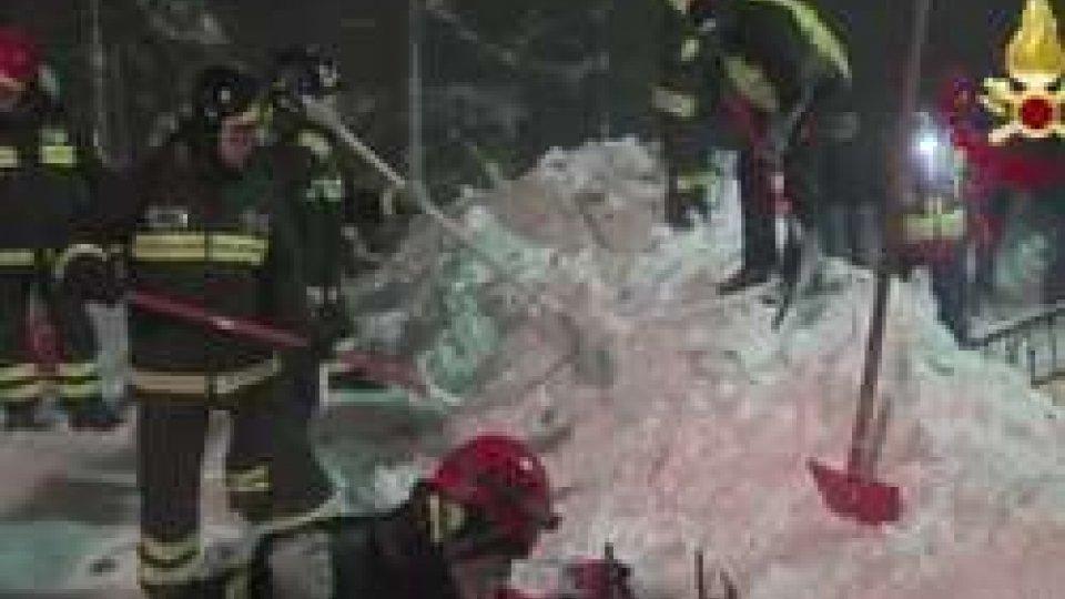 I Vigili del Fuoco continuano a scavareHotel Rigopiano: si continua a scavare