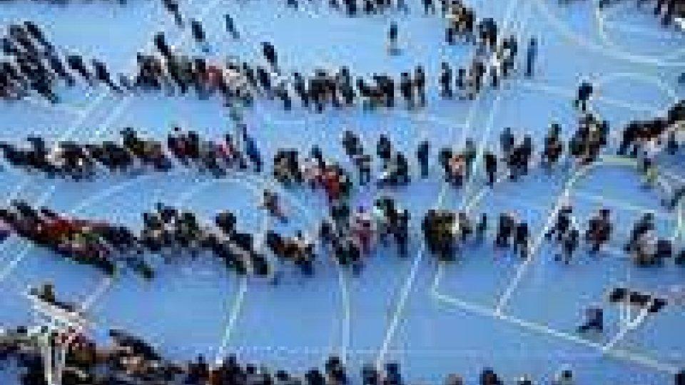 Spagna, Catalogna sfida Madrid: file ai seggi per dire sì all'indipendenza