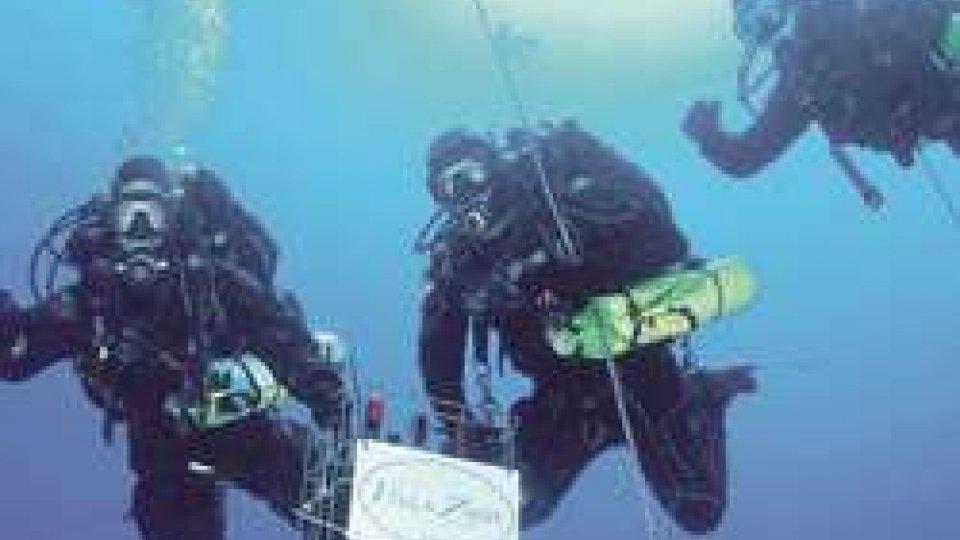 Rimini: 200 bottiglie di spumante affinate nel relitto in fondo al mare