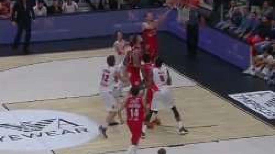 Basket, Serie A: Milano facile su Varese e sola in vetta. Venezia crolla in casa