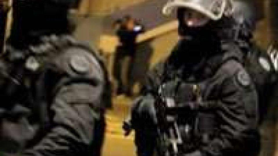 Retata anti-terrorismo in Francia, una vittima