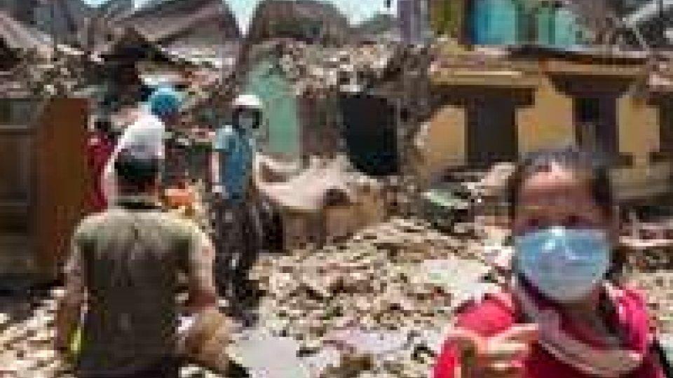 Nepal: 2 persone vive a 10 giorni dal sisma, bilancio morti sale a  7.365