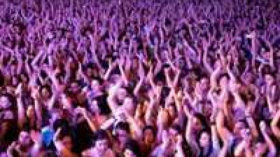La prima serata della notte rosa fa il pieno, concerti e partecipazione da record