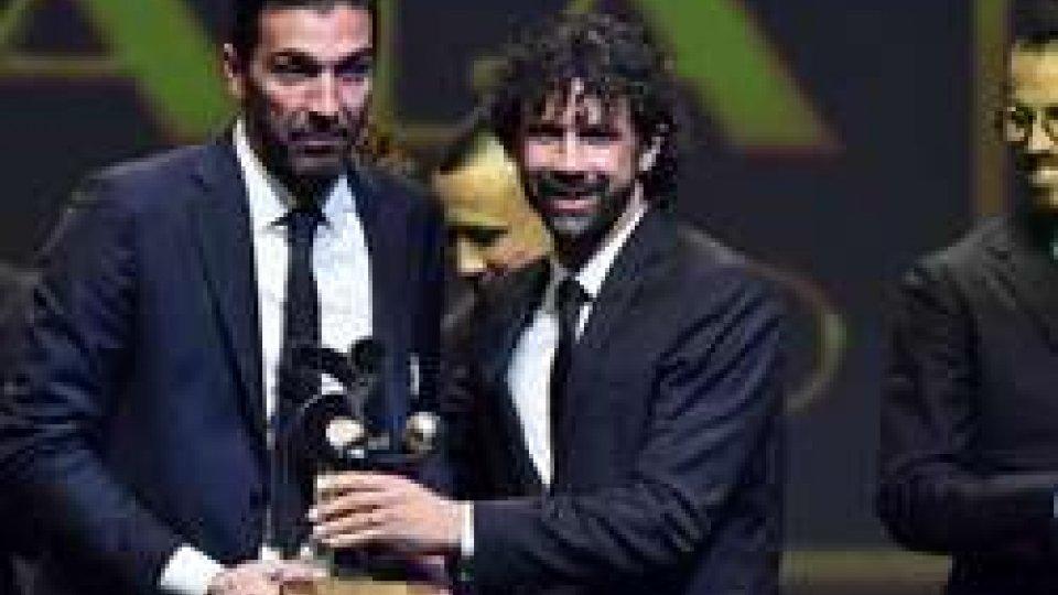Premiazione di BuffonGala del Calcio la Juventus strappa 7 premi. Buffon, ritratta e riapre alla Nazionale