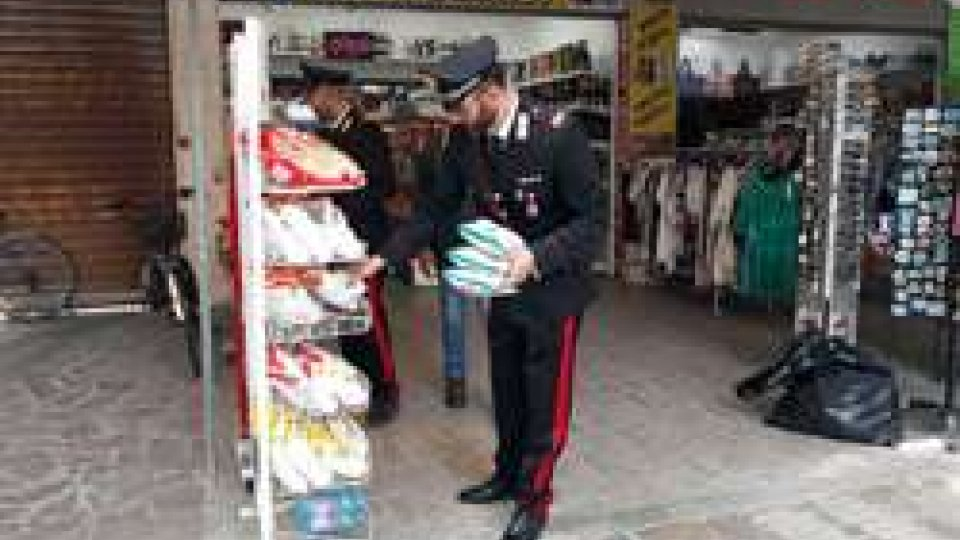 Controllo dei Carabinieri al minimarket