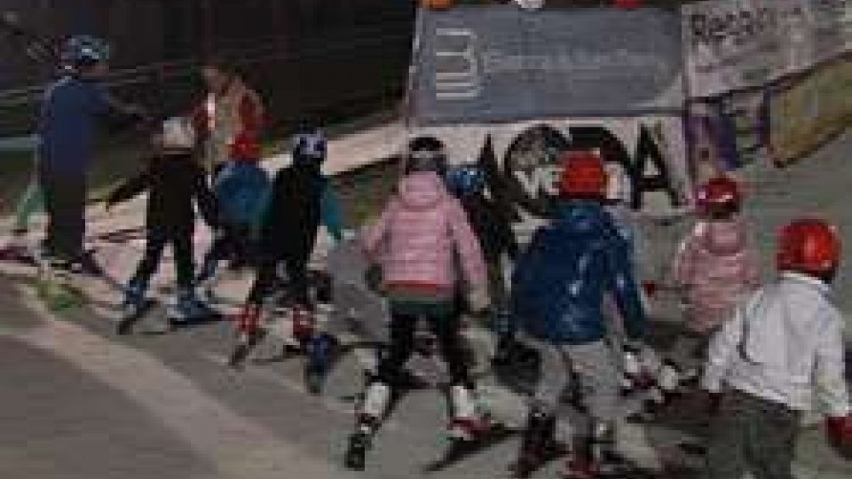 Sci, 84 bambini alla serata conclusiva del corso sulla pista sintetica di Serravalle