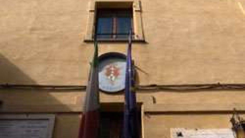 Municipio chiuso contro i tagli del GovernoMontefiore Conca: Municipio chiuso contro i tagli del Governo