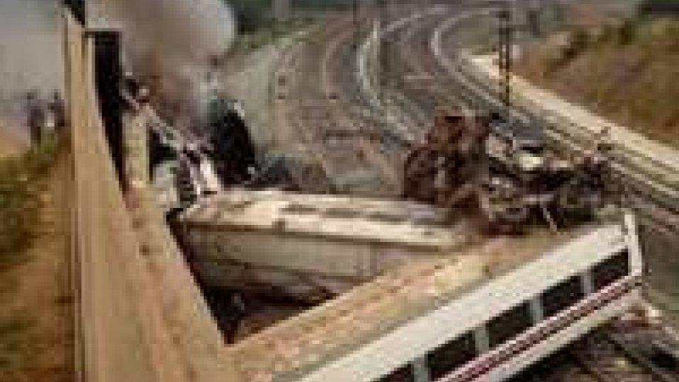 Spagna: treno deraglia, è disastro