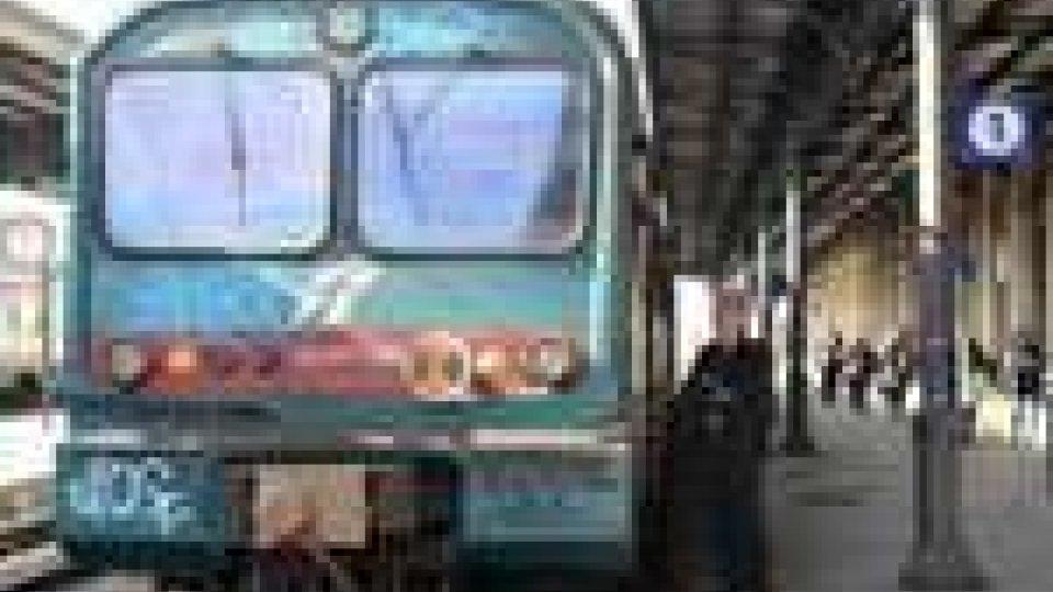 Camion trancia linea elettrica, treni fermi sulla Bologna-Rimini