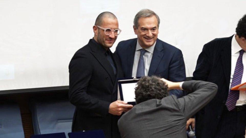 La consegna del premioA Roma il premio all'innovazione: sul palco anche la Tiss'You San Marino