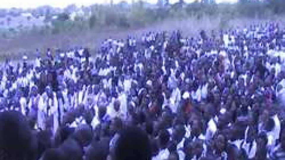 la folla al funeraleIn migliaia in Congo per i funerali di Padre Marcellino