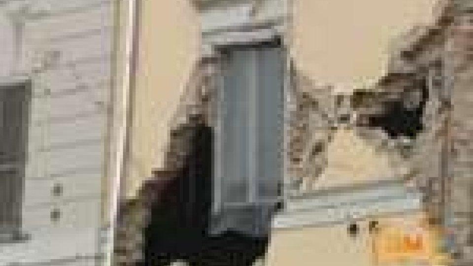 """Terremoto nel Modenese: almeno 7 morti. Monti: """"Proclamato stato d'emergenza"""". Lunedì scuole aperteTerremoto nel Modenese: almeno 7 morti. Monti: """"Stato d'emergenza"""". Lunedì scuole aperte"""