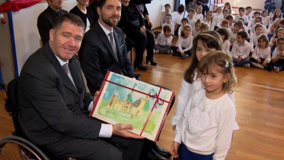 La visita della ReggenzaGli ultimi auguri: la Reggenza termina le giornate di visita alle scuole elementari e dell'infanzia del Titano