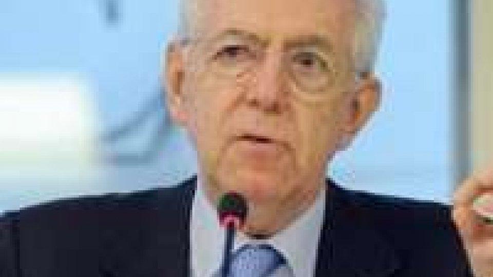 """Monti: """"Merkel non auspica governo Pd"""", ma Berlino lo smentisce"""