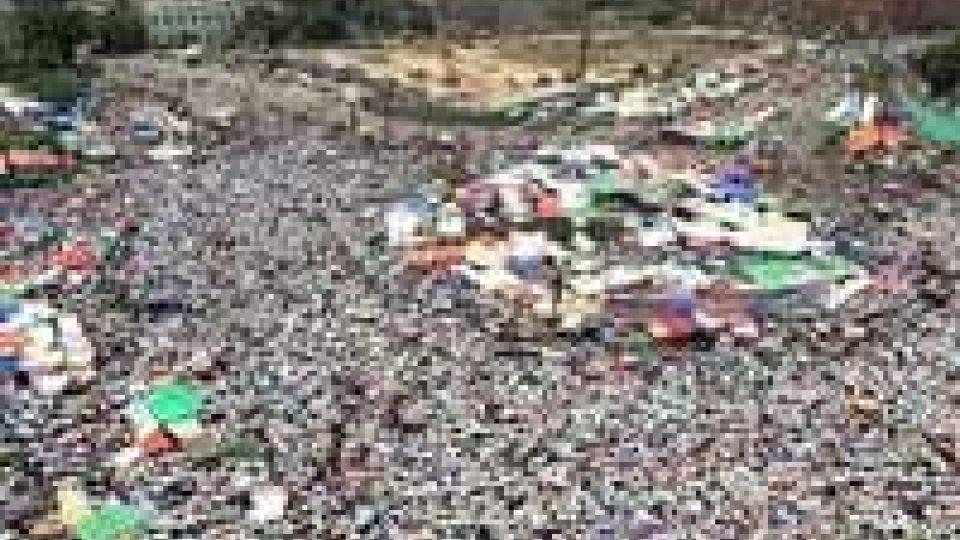 Egitto: a Tahrir decine di migliaia di manifestanti contro Morsi