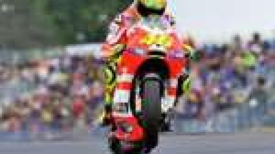 Stoner domina a Le Mans, Dovizioso e Rossi a podio
