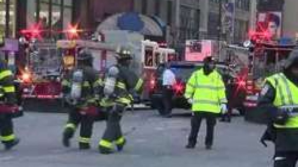 New York: esplosione nella stazione centrale dei busNew York: esplosione nella stazione centrale dei bus