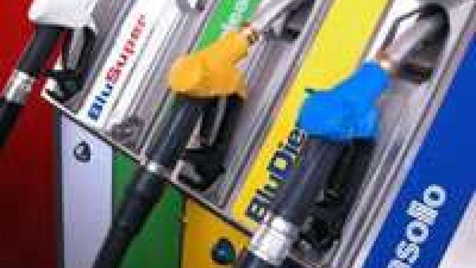 Il passo indietro dei benzinai