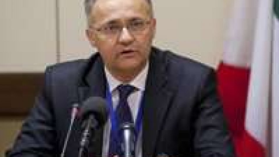 Meeting: Mauro, missioni all'estero vanno rinnovateMeeting: la politica estera italiana con il ministro Mauro