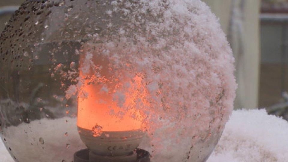 Neve in CittàMeteo: primi fiocchi sul Titano, alberi imbiancati per Santa Lucia