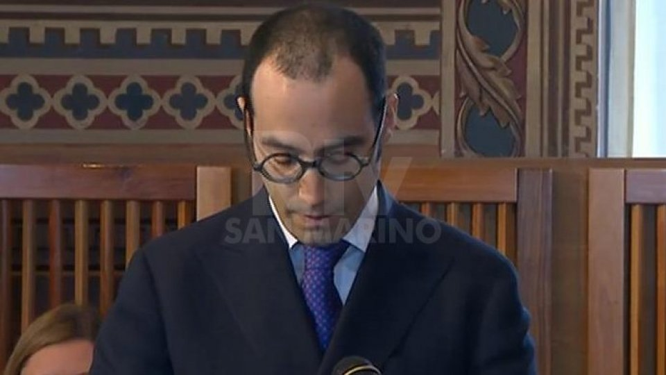 Il Segretario agli Esteri presente l'Oratore Ufficiale, Tedros Adhanom Ghebreyesus