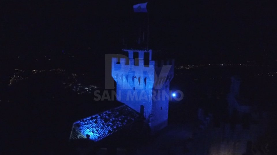 Le torri illuminate di blu