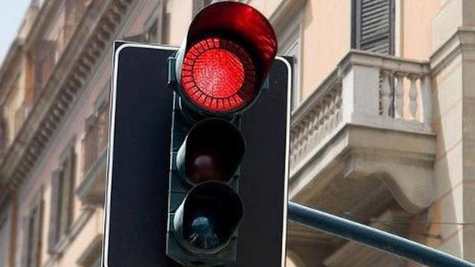 Rimini: rosso non rispettato, rilevate 10 infrazioni al giorno