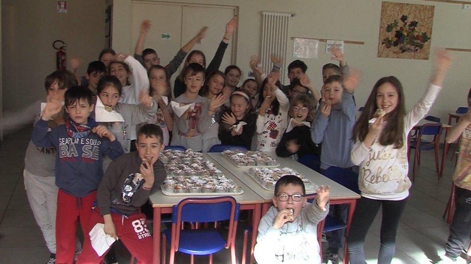 Le elementari di Faetano sfornano i muffin del Giro d'Italia