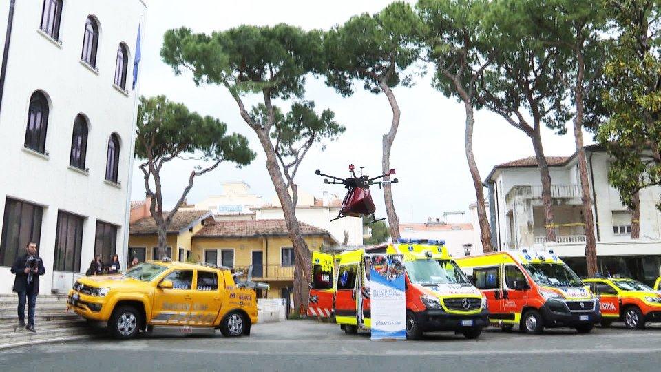 Il drone in azioneRiccione: in volo il drone salva-vita