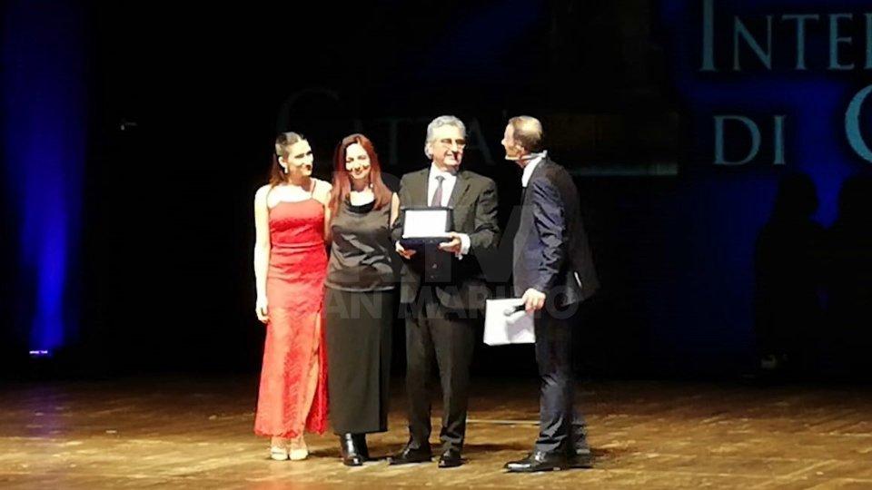"""Il premio consegnato a Sergio BarducciSergio Barducci premiato al """"Pegasus Literary Awards 2019"""" - L'intervista all'editore Roberto Sarra"""