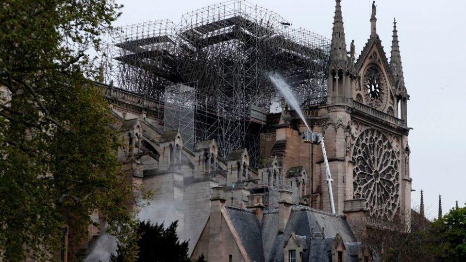 Foto twitterIncendio Notre Dame: per l'ex console a Parigi, Pier Marino Barulli, all'origine del rogo c'è un errore dei lavoratori