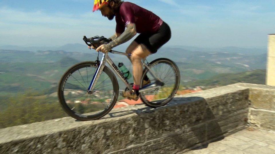 Vittorio BrumottiLe evoluzioni di Vittorio Brumotti per promuovere la Riccione - San Marino
