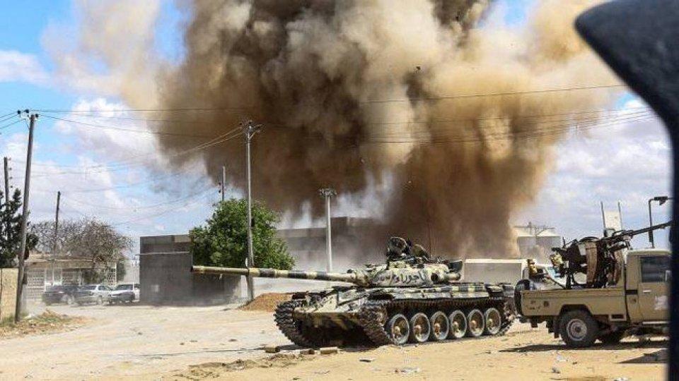 libia: missili su Tripoli. Sarraj vuole Bengasi