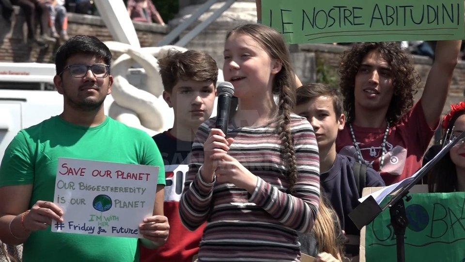 """Greta Thumberg a RomaPiazza del Popolo gremita per la piccola attivista: """"Con Greta salviamo il pianeta"""""""