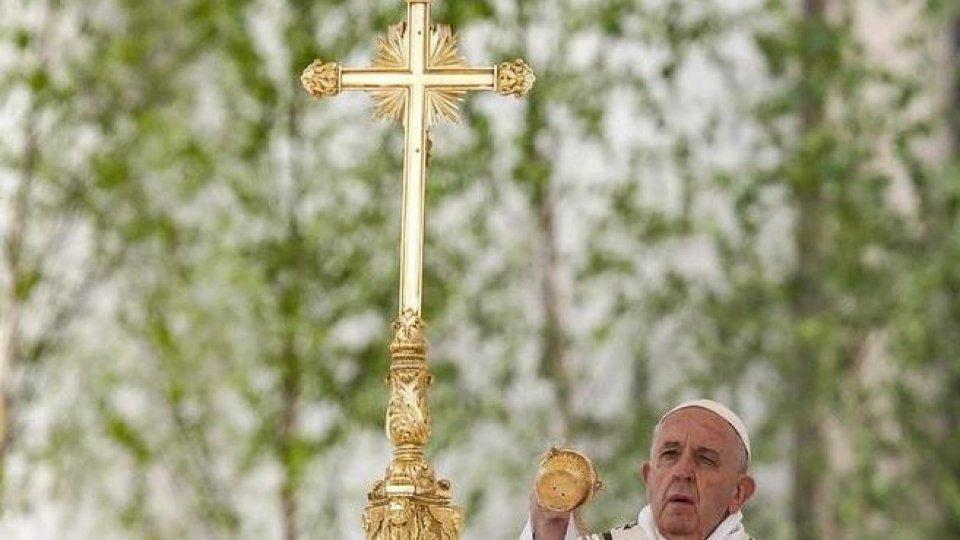 Papa Francesco: nel messaggio Urbi et Orbi la vicinanza alle vittime degli attentati in Sri Lanka