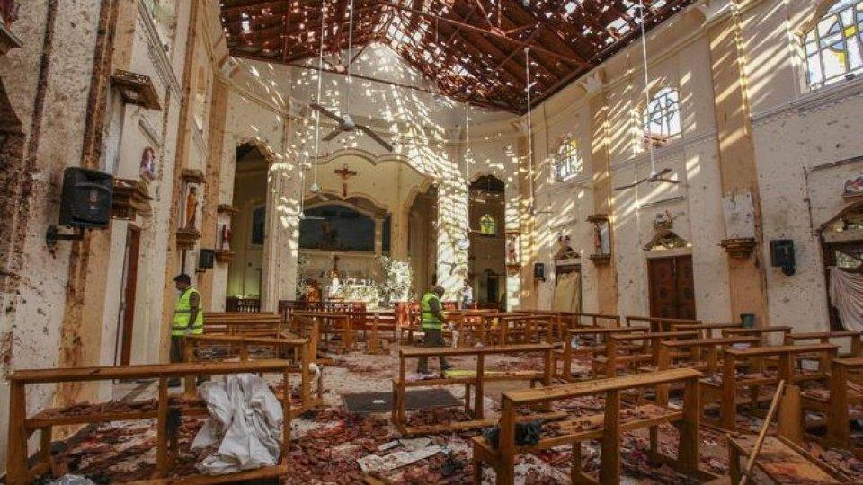 Una chiesa colpita. Foto ansa