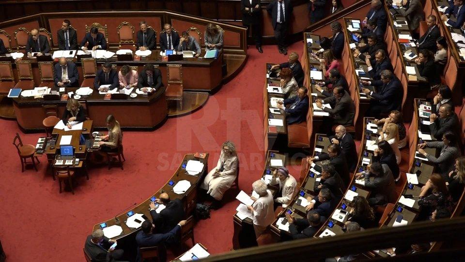 """Dibattito sulle celebrazioni del 25 aprileOk al decreto crescita, il governo italiano punta alle quattro """"i"""""""