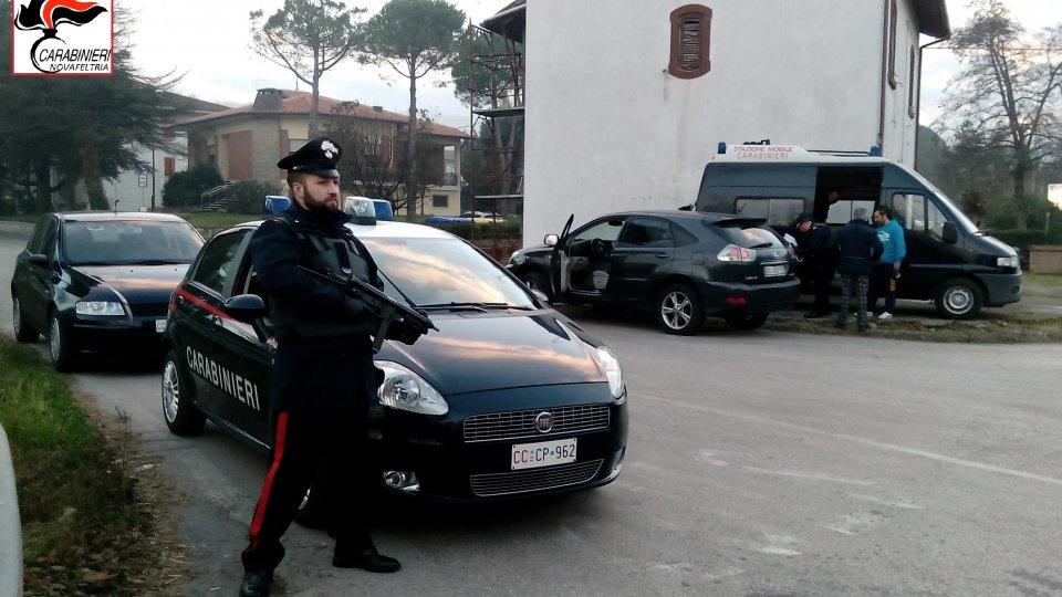 Villa Verucchio: i Carabinieri sorprendono due ladri tra i rifiuti