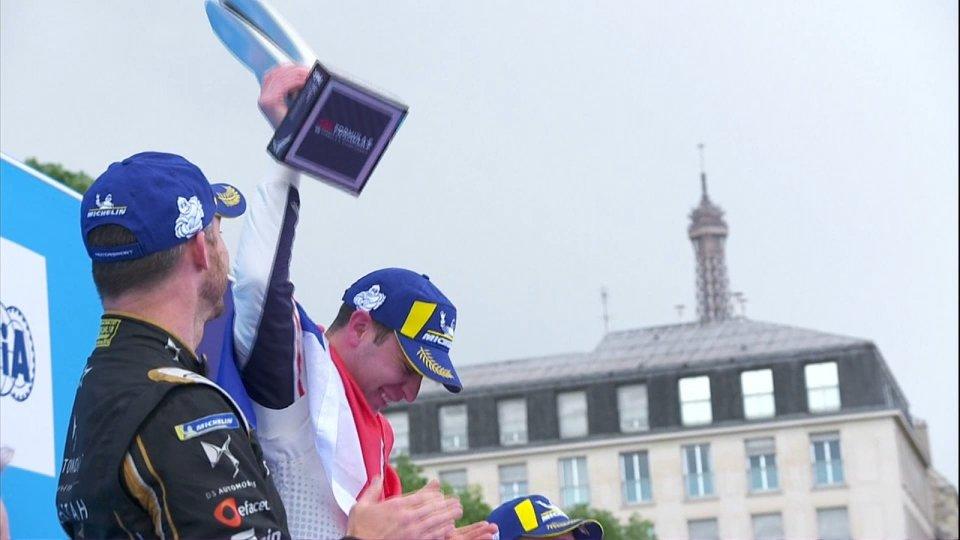 La Formula E scopre la pioggia: a Parigi Frijns vince ed è capoclassifica