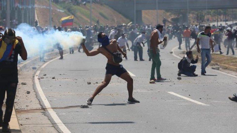 """Scontri in Venezuela. Foto ansaVenezuela: si accendono i toni tra Washington e Mosca dopo il tentato """"strappo"""" di Guaidò"""