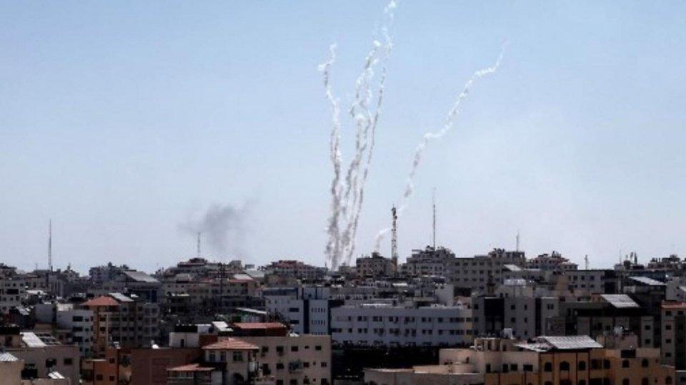 """Venti di guerra Gaza-Israele, Netanyahu: """"Proseguire con gli attacchi"""""""