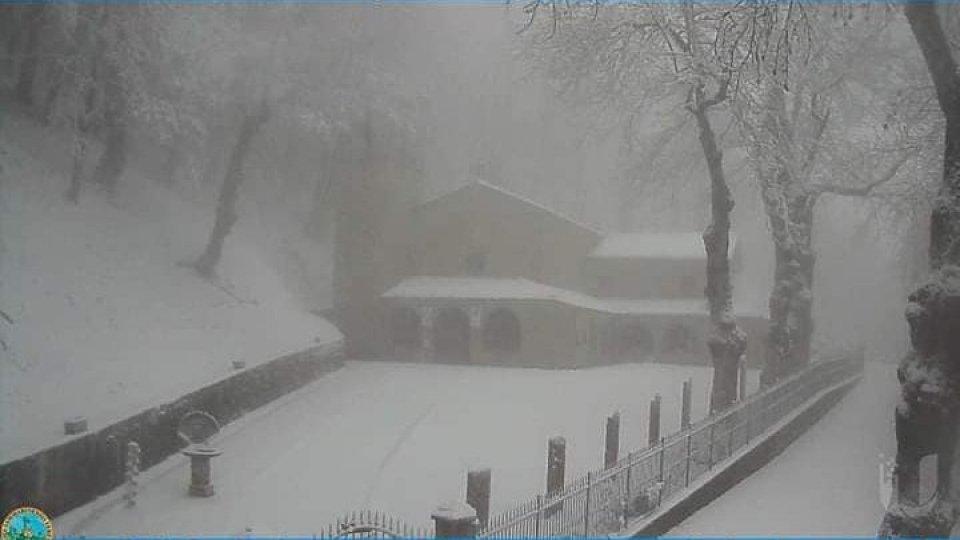 Il Santuario Beata Vergine del Faggio a Carpegna, quota 1280 m. Foto webcam @eremomontecarpegna.it